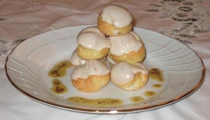 Profiterole salato con crema di cardi gobbi e Raschera