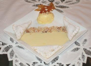 Tortelli di ricotta, uvetta e cedro candito con crema inglese e gelato al Vin Santo