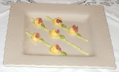 Cappelletti di Pecorino romano con crema di fave e briciole di salame
