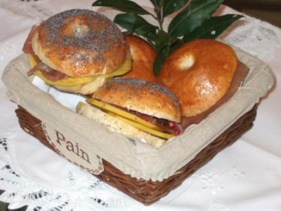 2 - Bagel con caprino dei Colli Berici, mango e tonno affumicato