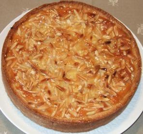 7 - Crostata con crema frangipane e amarene sciroppate