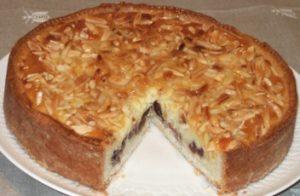 8 - Crostata con crema frangipane e amarene sciroppate