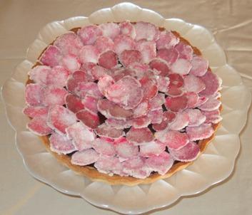 Crostata al cioccolato fondente e rose