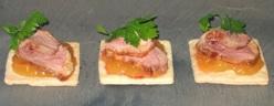 3 - Quadrotti croccanti con petto d'anatra affumicato e confettura di pesche