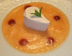 Parfait al Brachetto con zuppetta fredda di melone e salsa dello stesso vino