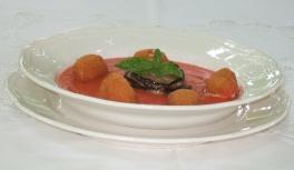 Zuppa fredda di pomodori, timballino di melanzane, perle di mozzarelle croccanti