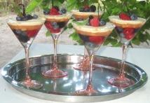 Aspic di frutti di bosco, composta di albicocche, cremoso alla vaniglia nella coppa