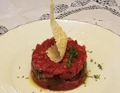 Tartare di Fassona, porcino grigliato e cialda di parmigiano