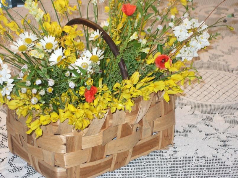 Cesto di fiori di campo