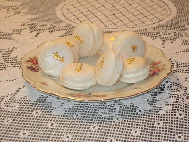 Macarons con ganache montata al cioccolato bianco e vaniglia