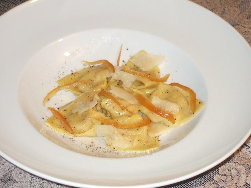 cappellacci-di-zucca-e-pepe-di-giamaica-scaglie-di-parmigiano-arancia-candita