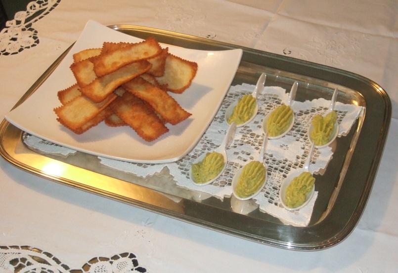 Chiacchiere salate con salsa Guacamole
