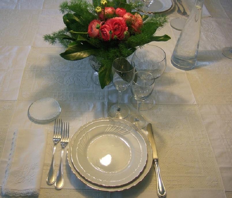 La tavola per un menu speciale di primavera