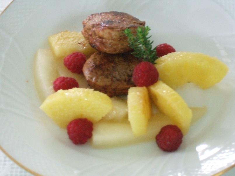 Filettini di maiale all'aroma di timo con ananas e melone bianco al Cognac