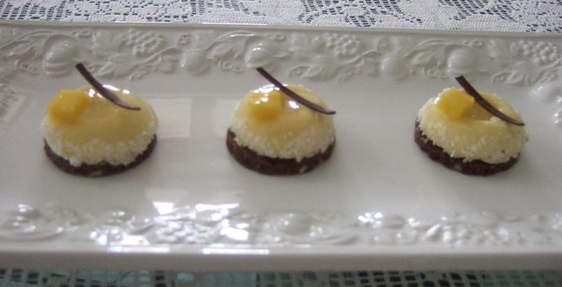 Piccoli savarin di cremoso al mango