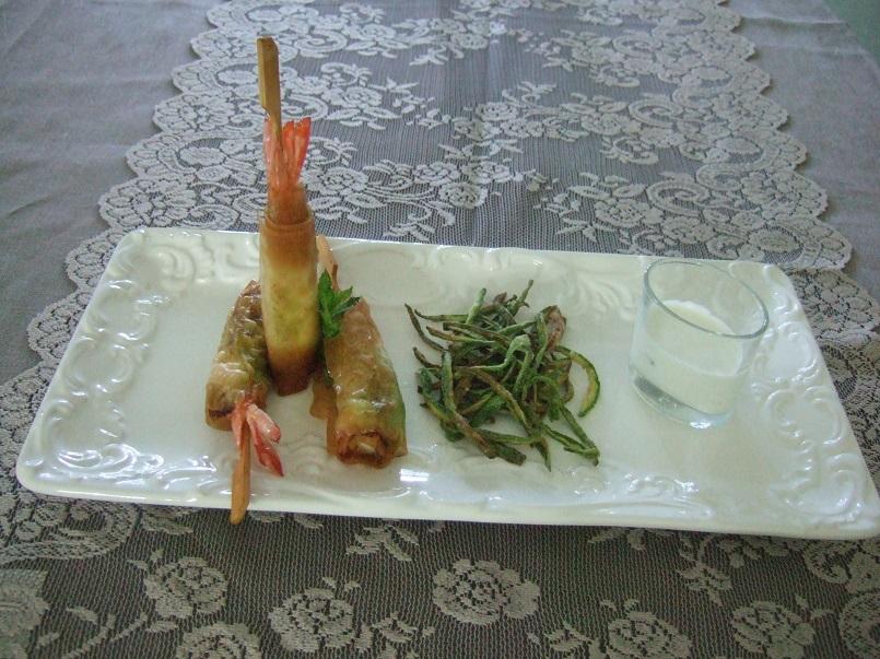 Involtini di mazzancolle e crema di zucchine in pasta croccante