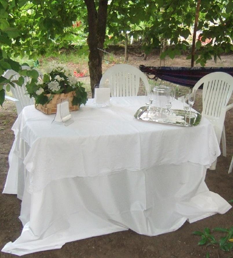 L'ora dell'aperitivo in giardino