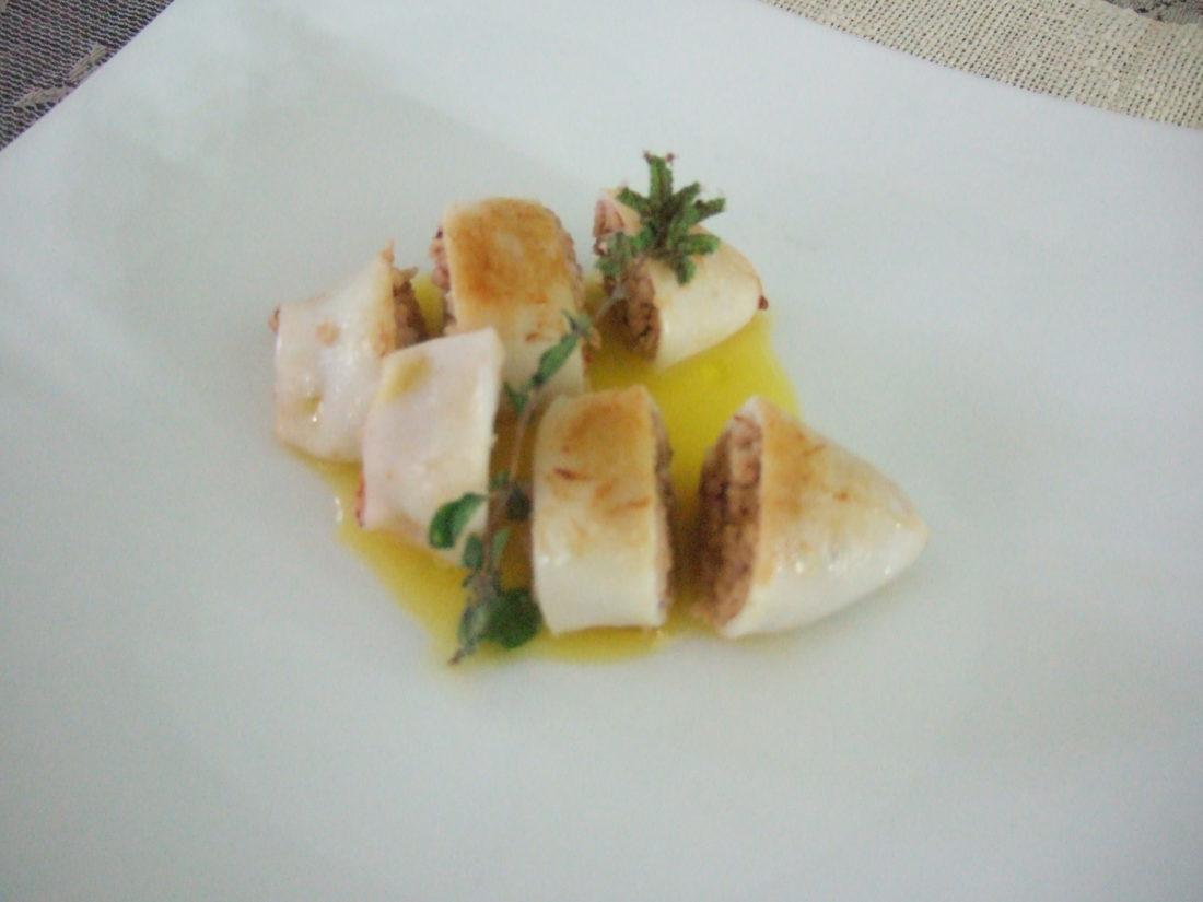 Calamari ripieni di coniglio alla ligure e salsa all'arancia