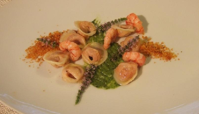 Tortellini di pappa al pomodoro, gamberi rossi di Sanremo e salsa al basilico
