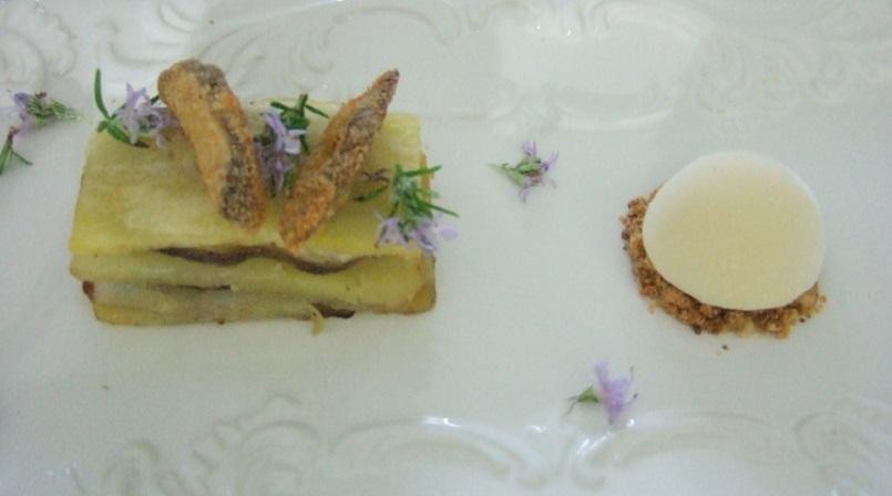 Tortino di patate e funghi con gelato al parmigiano e crumble di nocciole - Copia