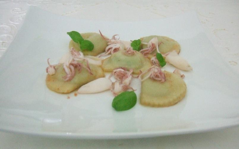 Gnocchi di patate farciti con pesto e cagliata con calamaretti al Vermentino dei Colli di Luni - Copia