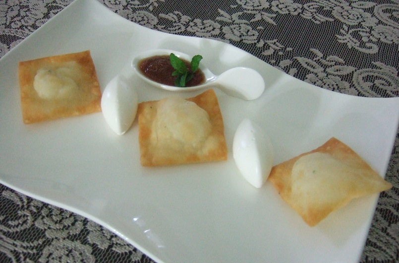Ravioli croccanti di baccalà, bavarese di yogurt e marmellata di limoni e zenzero