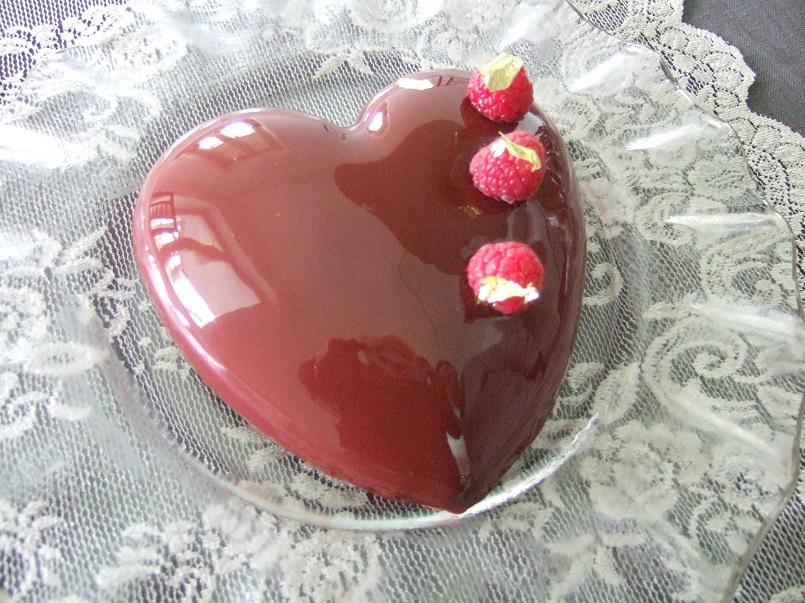 Un cuore rosso con dolci sorprese