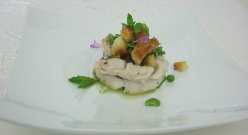 Turbantini di nasello farciti di panzanella croccante primaverile con pesto delicato di basilico
