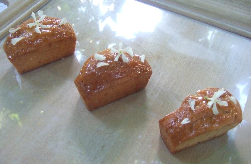Mini cakes mango rosmarino e gelsomino