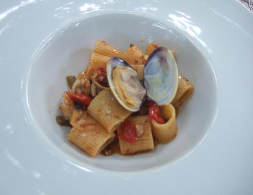 Mezzemaniche Mancini con vongole, ricci di mare e fagiolini