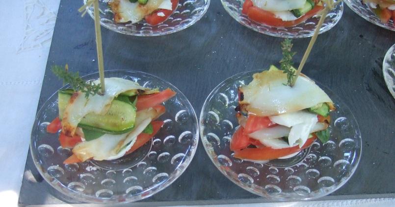 - Caprese di calamari al profumo di basilico con pomodori cuore di bue e zucchine grigliate